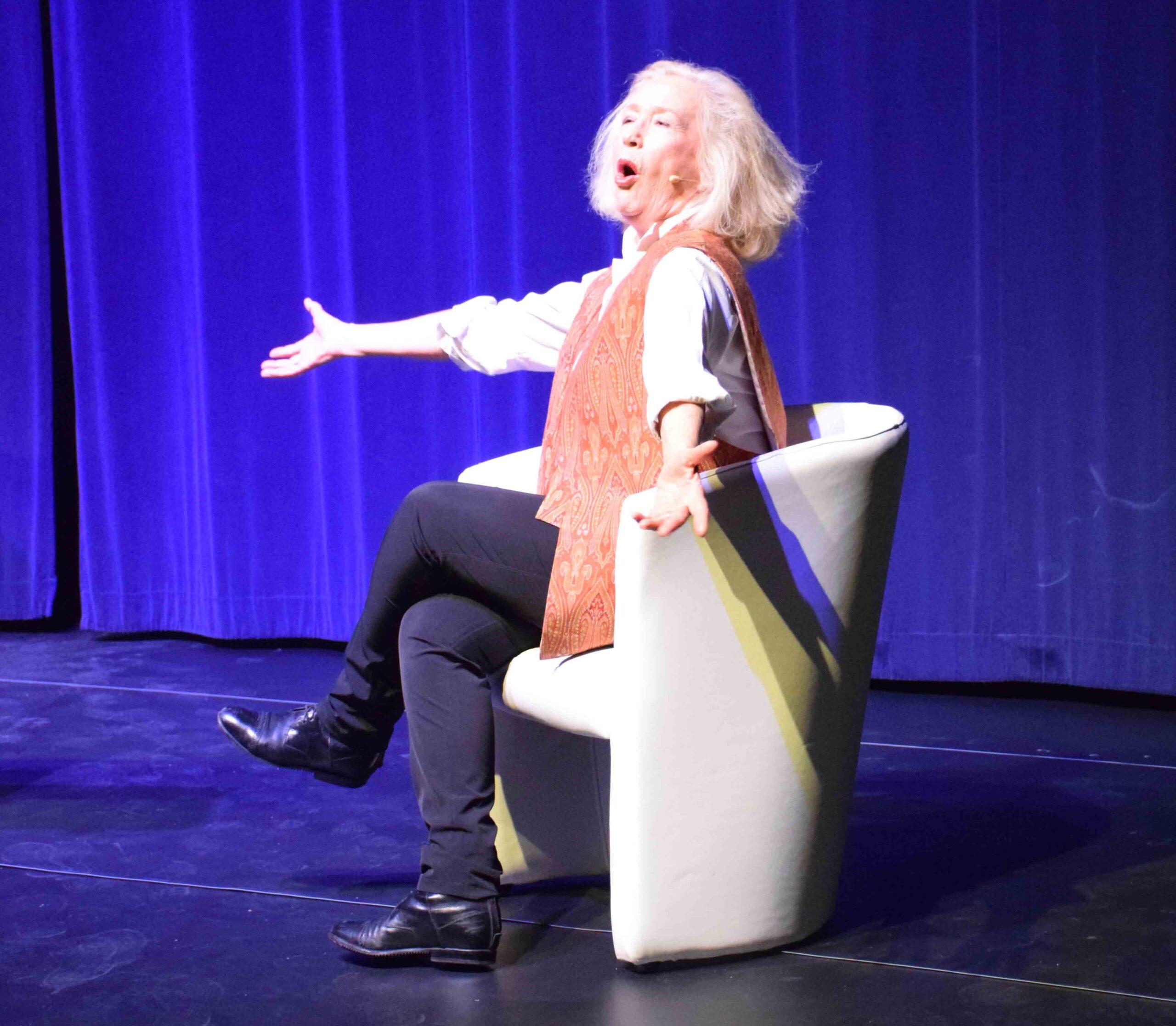 La célèbre comédienne s'est produit en janvier dernier dans l'agglomération orléanaise : Espiègle Brigitte Fossey…