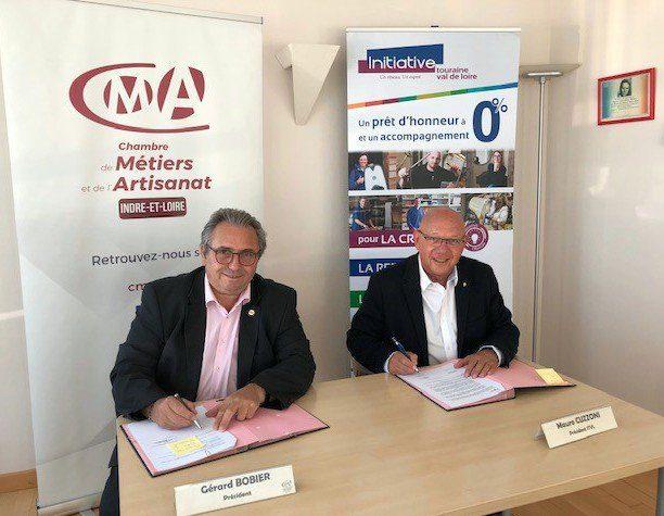 En Indre-et-Loire c'est l'association Initiative Touraine présidée par Mauro Cuzzoni (à dr.), signant ici un partenariat avec la CMA présidée par Gérard Bobier (à g.) qui étudie les demandes d'aides au Fonds Renaissance.