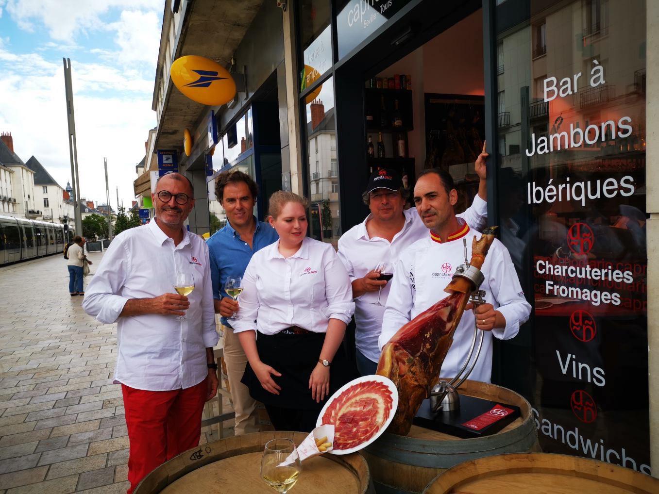 L'Espagne dans votre assiette cet été : le Capricho Diario,   « bar à jambons ibériques », a ouvert rue Nationale